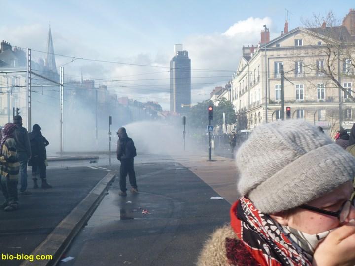 Carrefour du Cours des 50 otages et de l'avenue Franklin Roosevelt au coeur de Nantes.