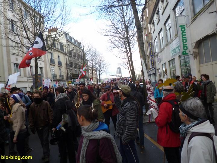 40.000 à 50.000 manifestants défilent en musique à Nantes le 22 février 2014 contre le projet d'aéroport à Notre Dame des Landes (44)